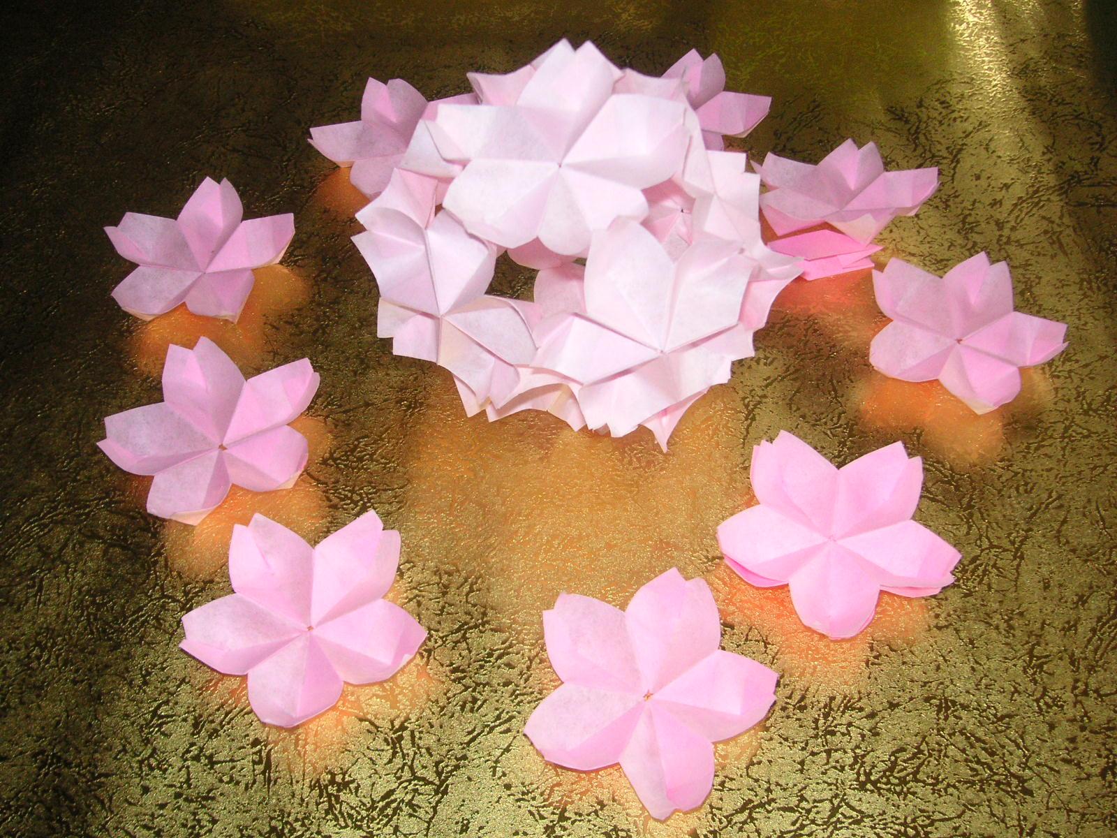 すべての折り紙 桃 折り紙 折り方 : ⑭ 各花の の部分のみに糊 ...